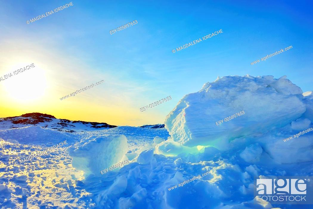 Stock Photo: Ice and sun in Greenland in spring time.