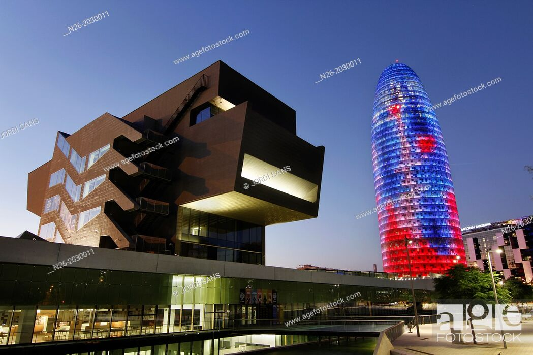 Imagen: Building Design Hub Barcelona, by MBM architects. Agbar Tower, by Jean Nouvel. Barcelona.
