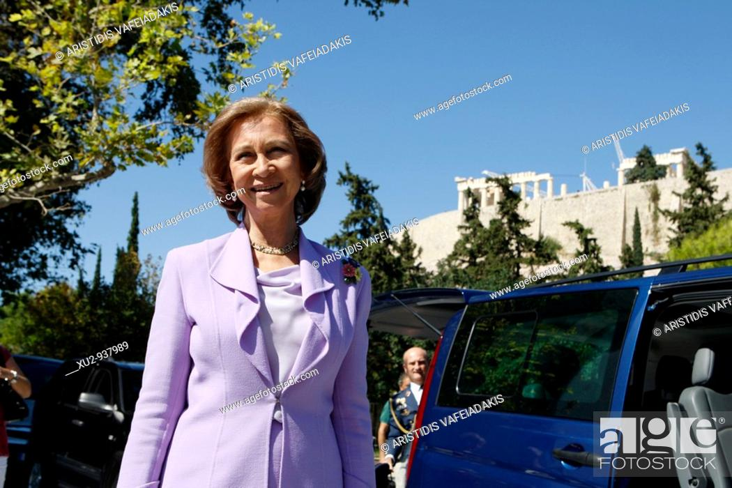 Imagen: Athens Greece  Queen Sofia of Spain visits the New Acropolis museum.