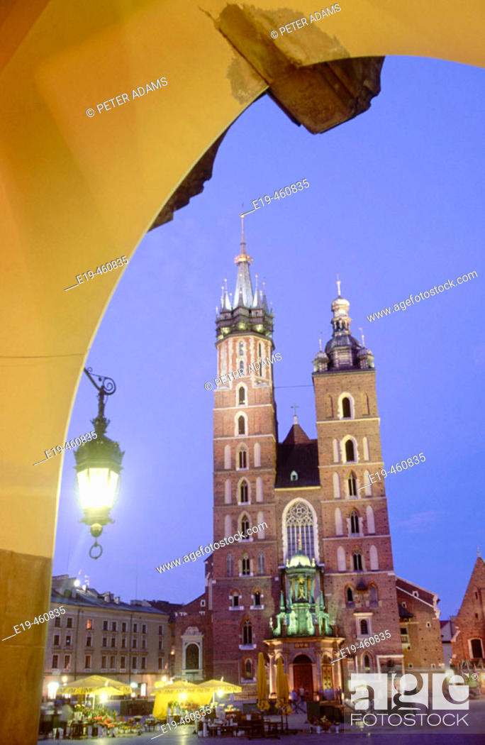 Stock Photo: Bazylika Mariacka (St. Mary's Basilica), Main Square, Krakow, Poland.