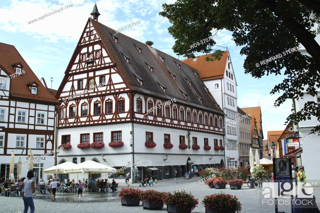 Imagen: Nördlingen towncenter in summer.