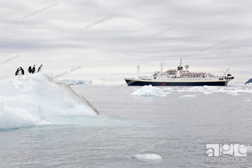 Imagen: The Lindblad Expedition ship National Geographic Endeavour operating in and around the Antarctic peninsula in Antarctica Lindblad Expeditions pioneered.