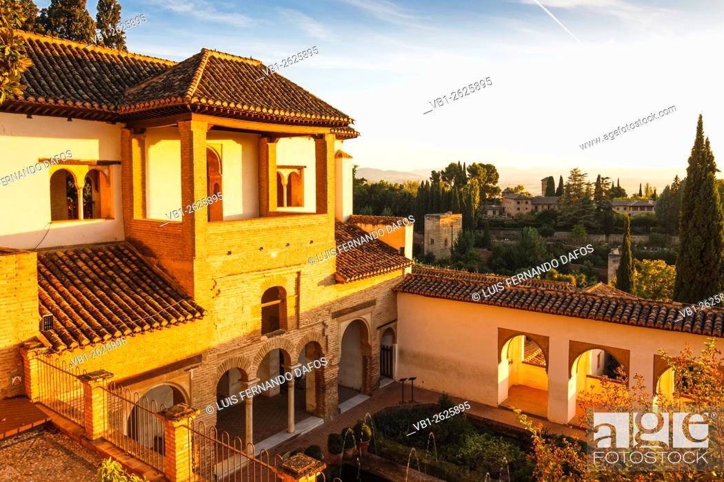 Photo de stock: Generalife palace at sunset. Alhambra, Granada, Spain.