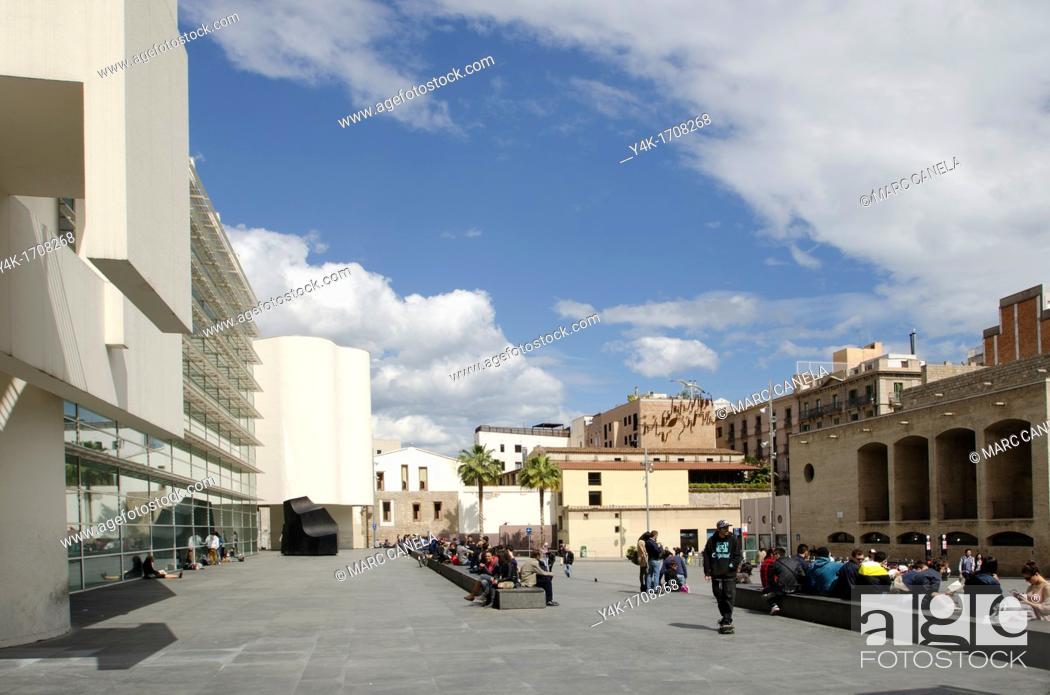 Stock Photo: Europe, Spain, Barcelona, Pla dels Angels MACBA Museum ,    As a public entity, the Museu d'Art Contemporani de Barcelona MACBA assumes responsibility for.