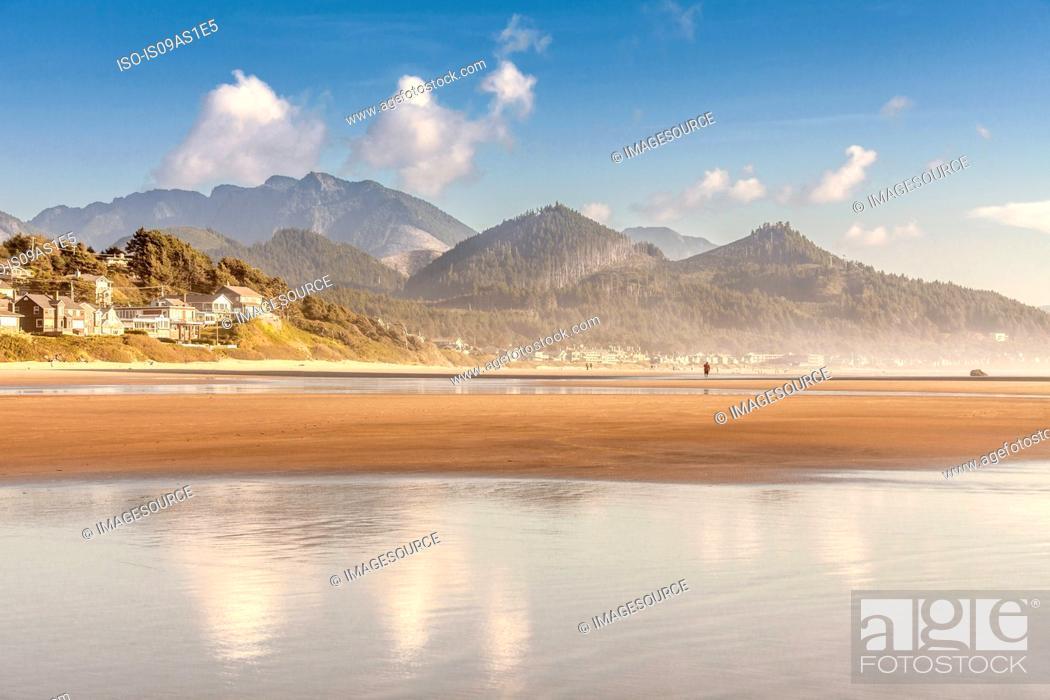Stock Photo: View of mountains and beach, Cannon Beach, Oregon, USA.