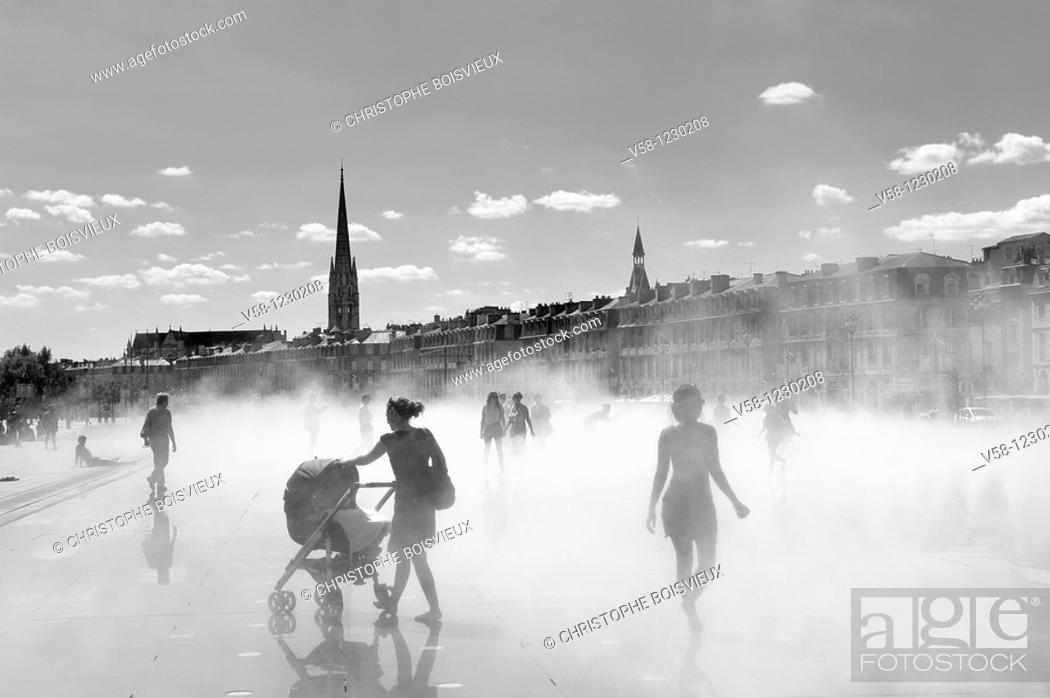 Stock Photo: France, Gironde, Bordeaux, World Heritage Site, Miroir d'eau Water mirror and Place de la Bourse.