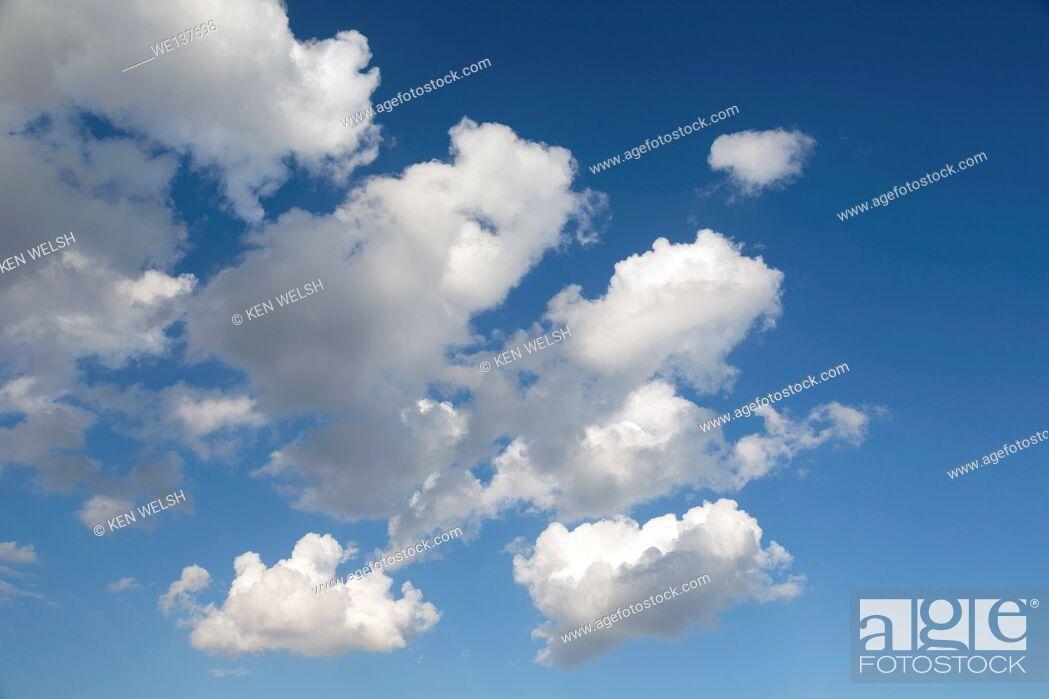 Imagen: Cumulus clouds in blue sky.