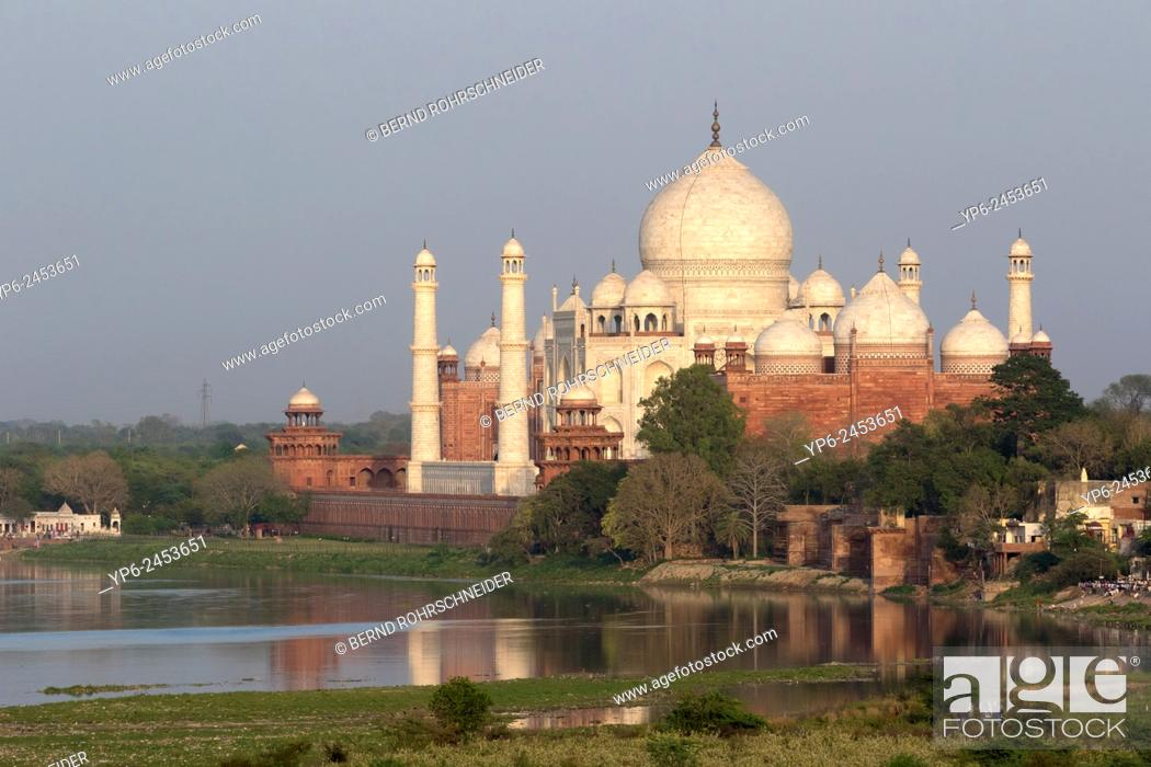 Stock Photo: Taj Mahal with river Yamuna, Agra, Uttar Pradesh, India.