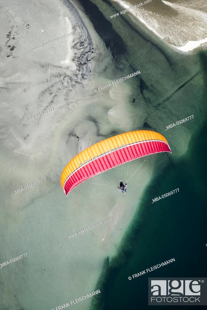 Stock Photo: Paraglider, flight, Paragliding, natural forms, pleasure, vacation, Lago Maggiore, mountain lake, shore, bathing, Locarno, Maggia, Ticino, Switzerland.