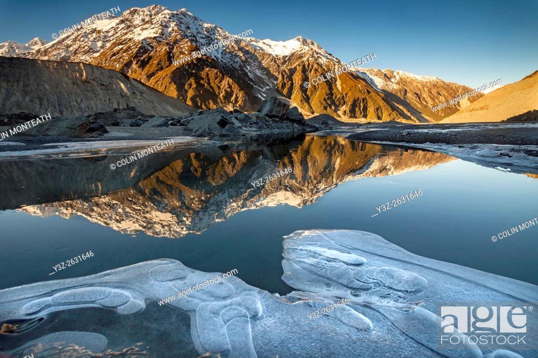 Imagen: Mt Wakefield , winter reflection in Mueller Lake, Aoraki / Mount Cook National Park, Canterbury, New Zealand.