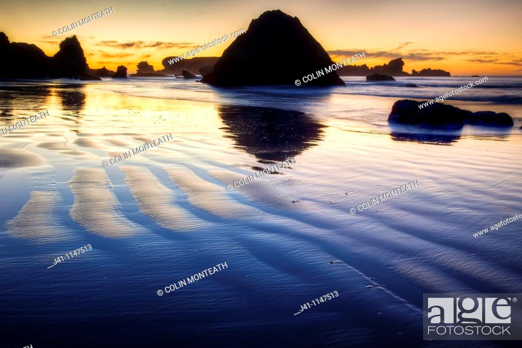 Imagen: Sunset behind Seal Island, Woodpecker Bay, Paparoa National Park, West Coast.
