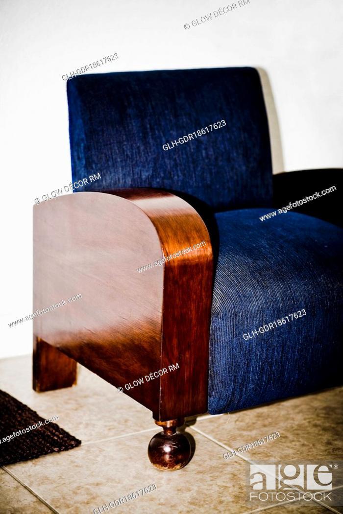 Photo de stock: Armchair in a living room.
