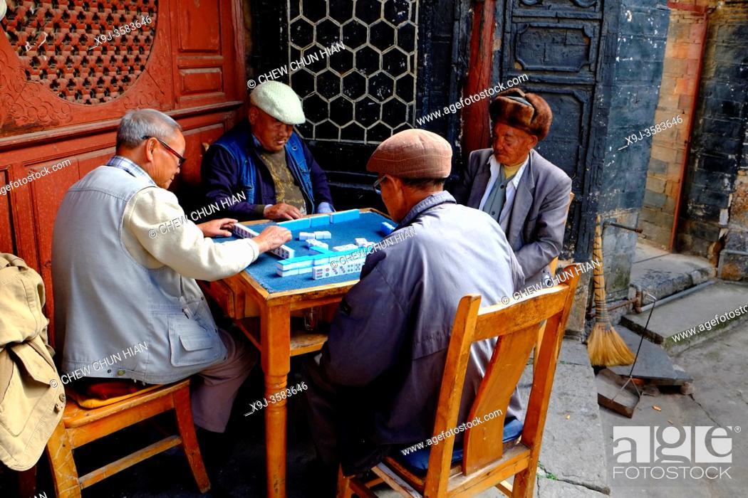 Stock Photo: Elders playing mahjong, Mountain Weibaoshan, Weishan, Dali Bai Autonomous Prefecture, Yunnan, China.