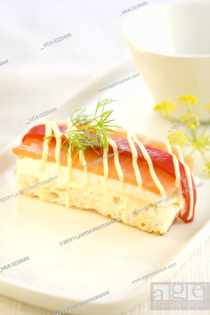 Photo de stock: Canapé de queso de burgos con salmon ahumado y pimento del piquillo con mayonesa.