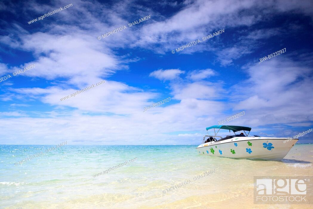 Imagen: Tropical paradise. White sand beach, turquoise ocean and blue sky., Mauritius, Indian Ocean.
