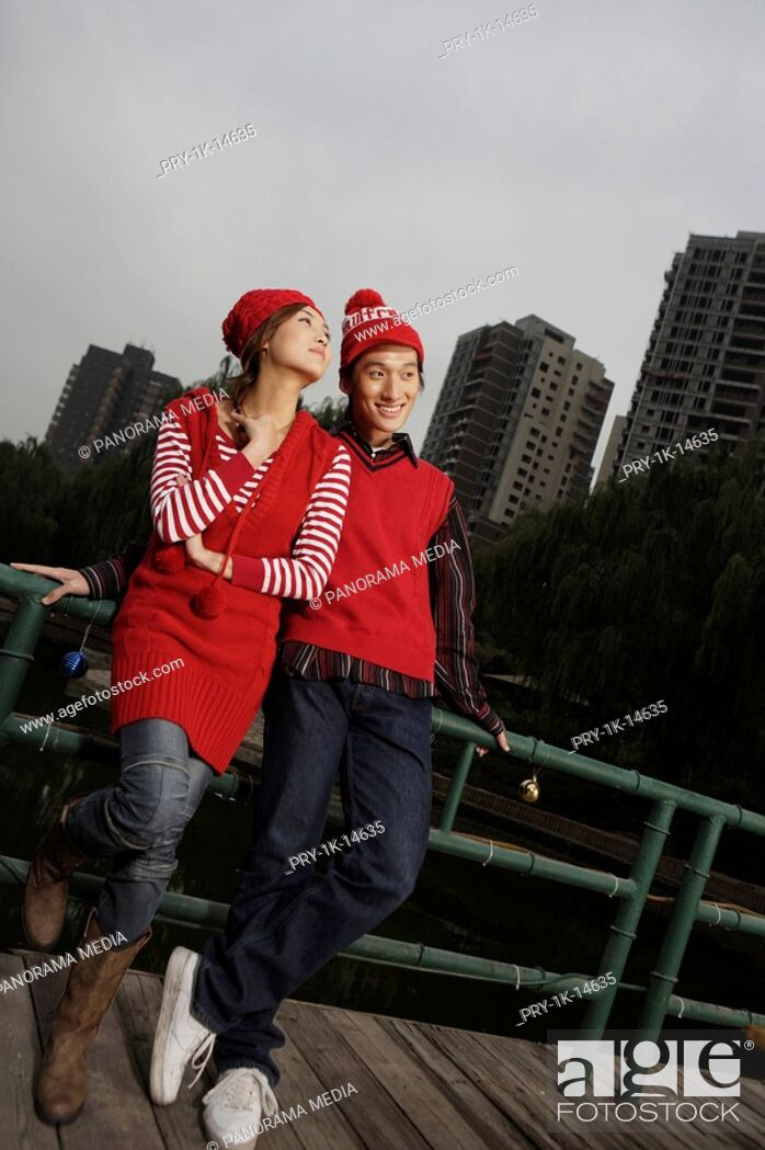 Imagen: Young couple, smiling.