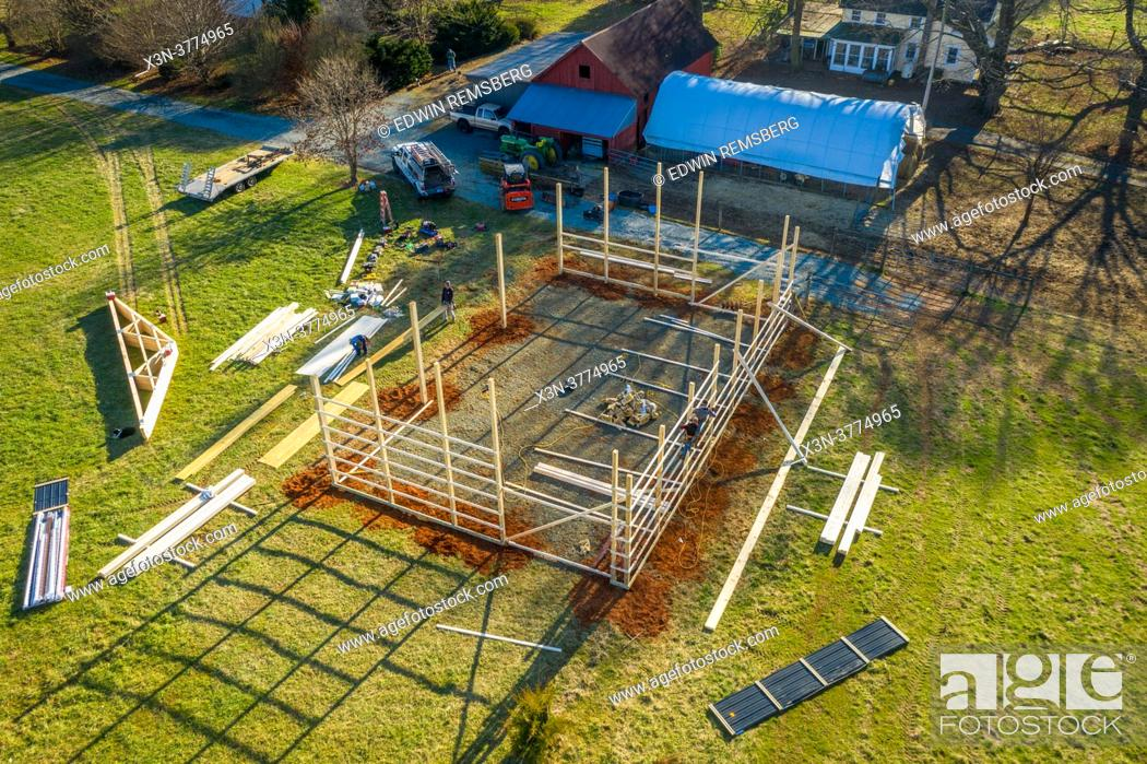 Imagen: Pole Barn construction on farm in Harford County Maryland.