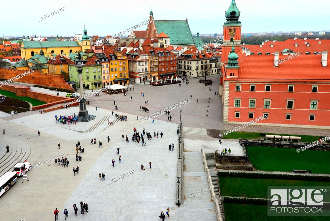 Imagen: Royal Castle - former official residence of Polish monarchs, Castle square, Old Town of Warsaw, in background on left yellow walls of St.