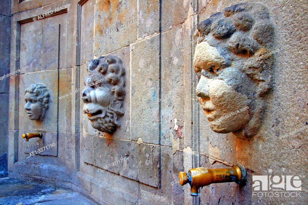 Imagen: Font del Carme by architect Josep Goday in Plaça Joan Amades, Ciutat Vella, Barcelona, Catalonia, Spain.