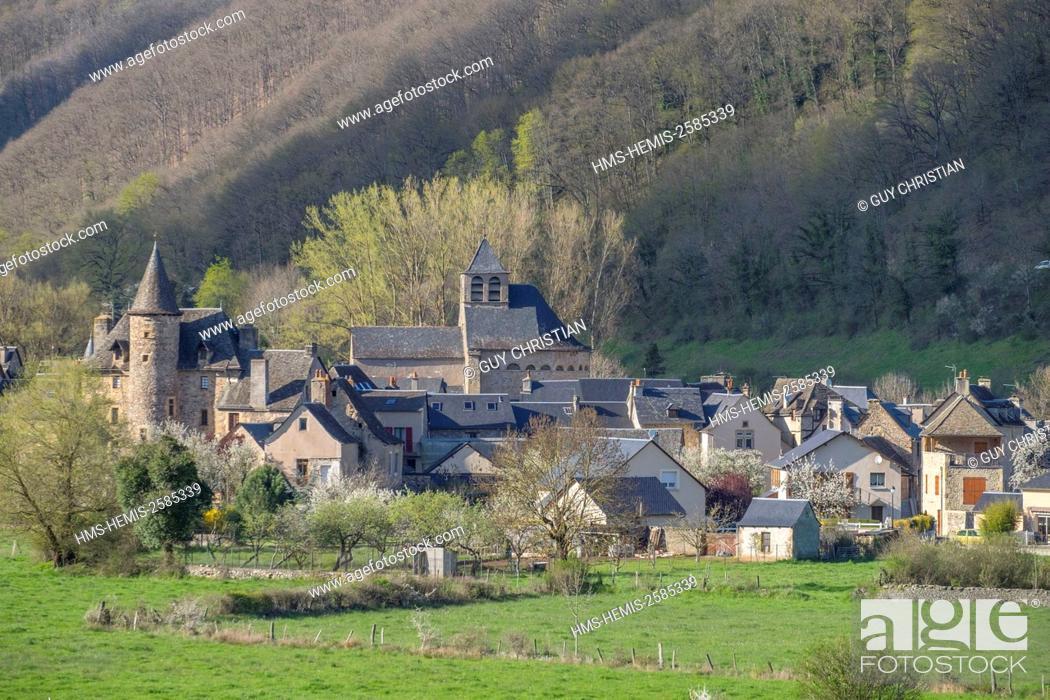 Stock Photo: France, Aveyron, Ste Eulalie d'Olt, labelled Les Plus Beaux Villages de France (The Most Beautiful Villages of France), stop on El Camion de Santiago.