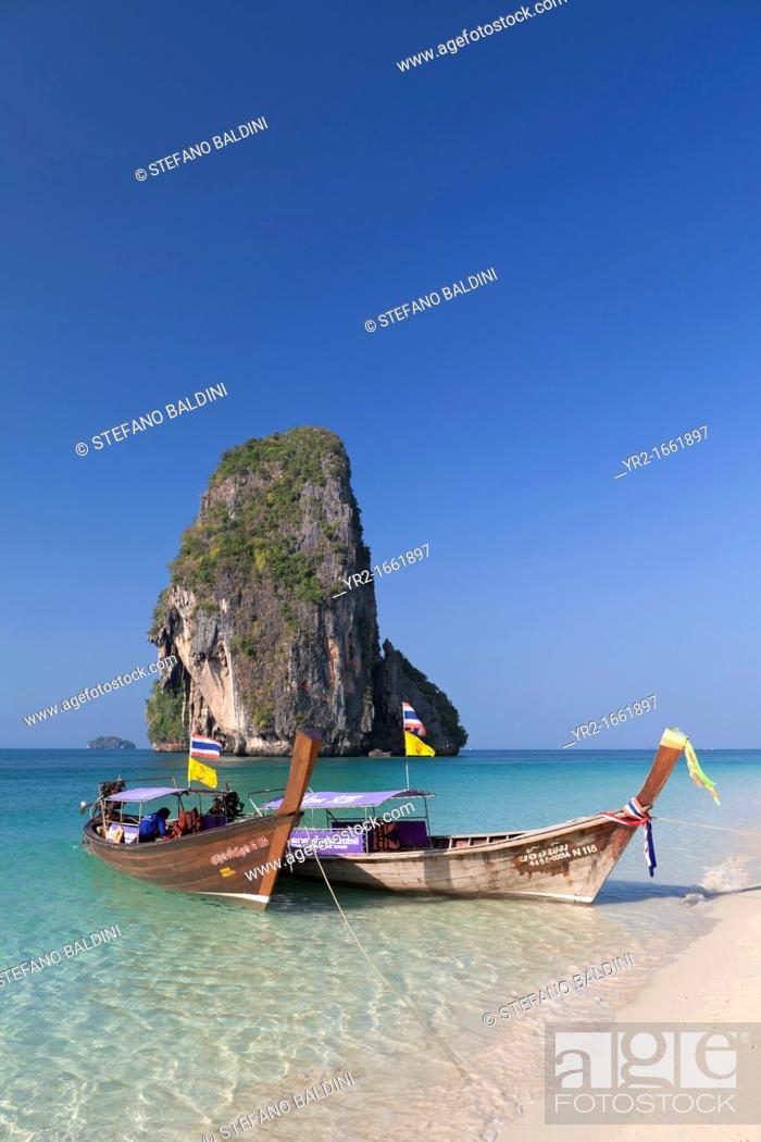 Imagen: Karst formation on Laem phra nang beach, Thailand.