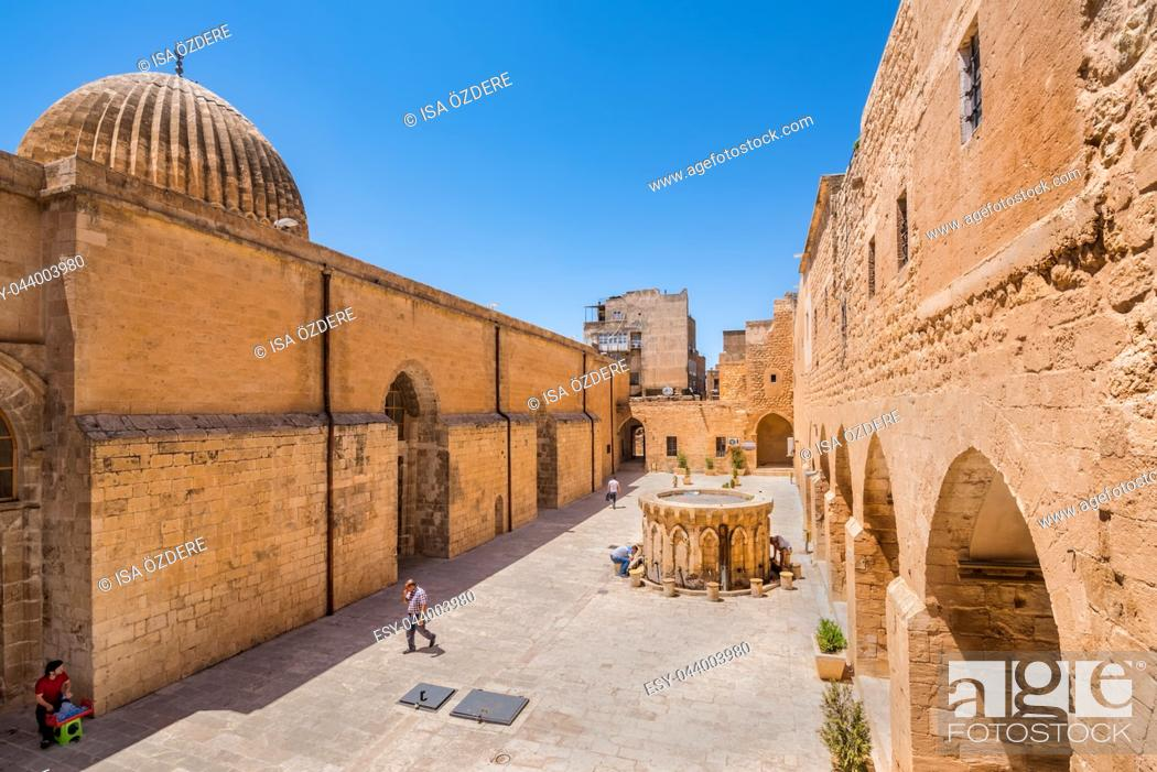 Imagen: High resolution panoramic view of Ulu (Grand) Mosque,a popular landmark in Mardin,Turkey. 17 June 2018.