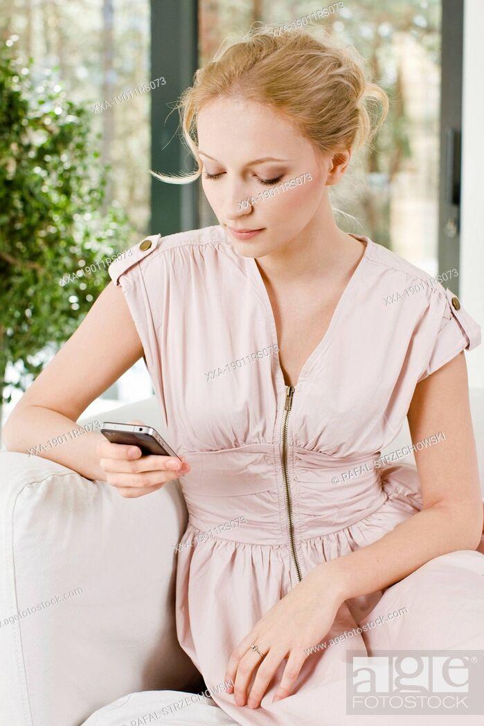 Imagen: Woman writing massage.