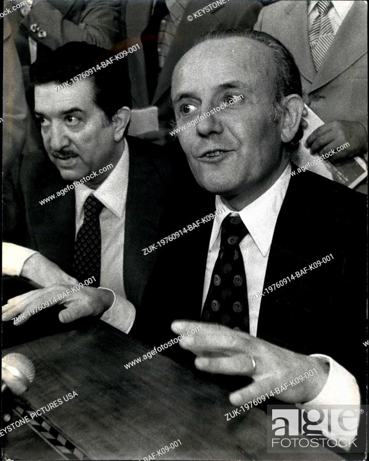 Imagen: Sep. 14, 1976 - Finance minister Filippo M. Randolf at press conference last week after council of minister meeting.at right is evangelist, Andretti's assistant.