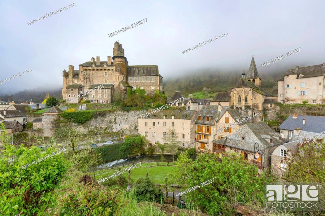 Stock Photo: France, Aveyron, Estaing, labelled Les Plus Beaux Villages de France (The most beautiful villages of France), a stop on el Camino de Santiago.