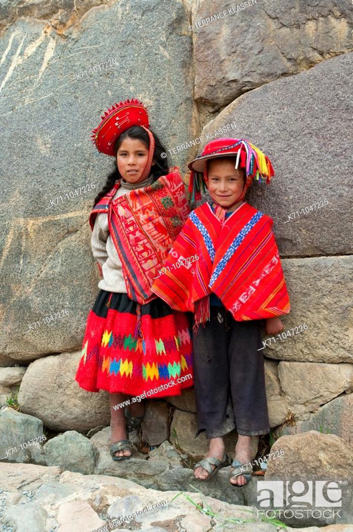 Stock Photo: Peruvian children in traditional dress in Ollantaytambo, Urubamba Valley, Peru, South America.