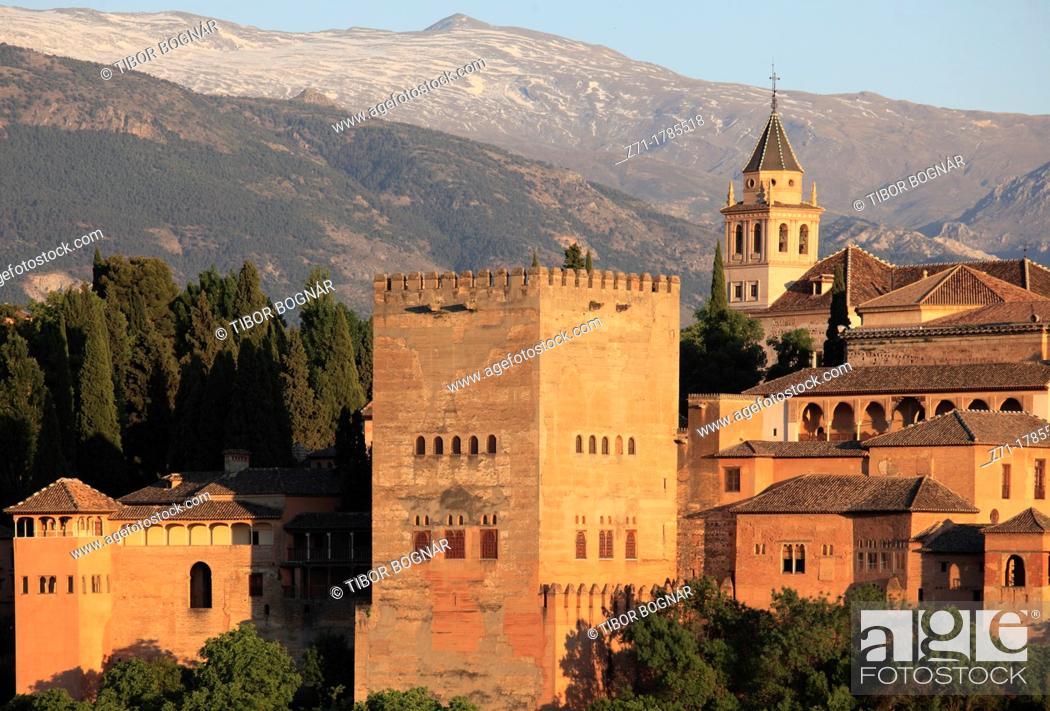 Stock Photo: Spain, Andalusia, Granada, Alhambra, Sierra Nevada,.