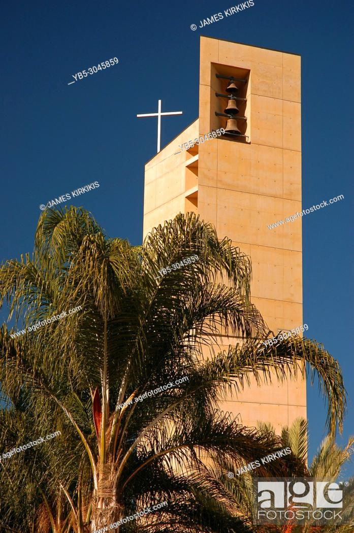 Imagen: The modern spire of the Cathedral Basilica our Our Lady of the Angels, Los Angeles.