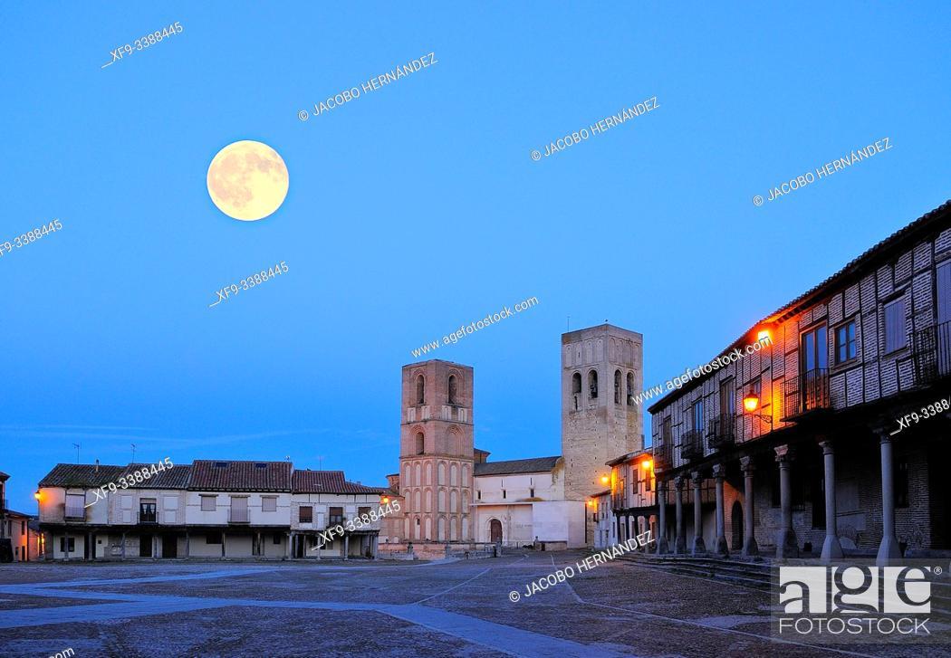 Stock Photo: Plaza de la Villa. Arévalo. Ávila province. Castilla y León. Spain.