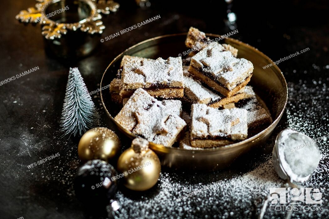 Stock Photo: Linzer cookies with mulled wine filling.