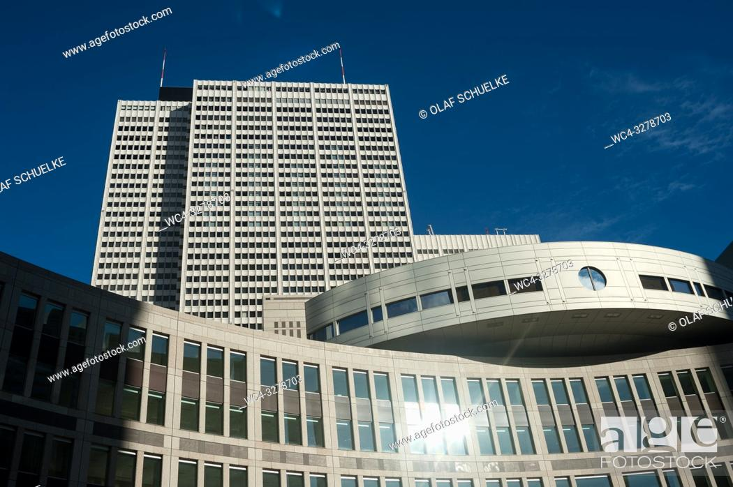 Imagen: Tokyo, Japan, Asia - Tokyo Metropolitan Assembly Building in the Shinjuku ward of the Japanese capital city.