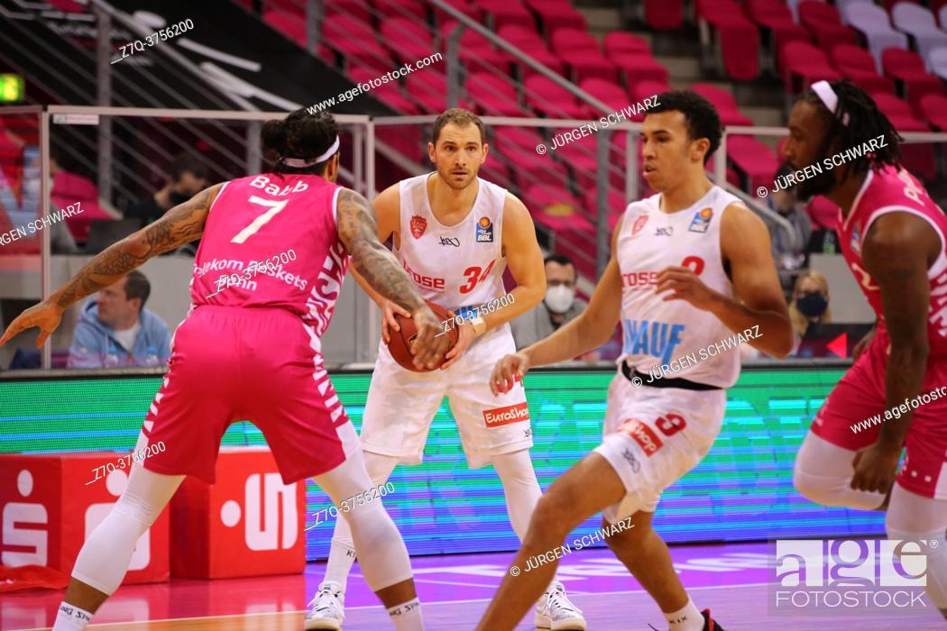 Stock Photo: Bonn, Germany, 09. 01. 2021, Telekom Dome, Basketball Bundesliga, Telekom Baskets Bonn vs s. Oliver Wuerzburg: Chris Babb (Bonn) und Felix Hoffmann (Wuerzburg).