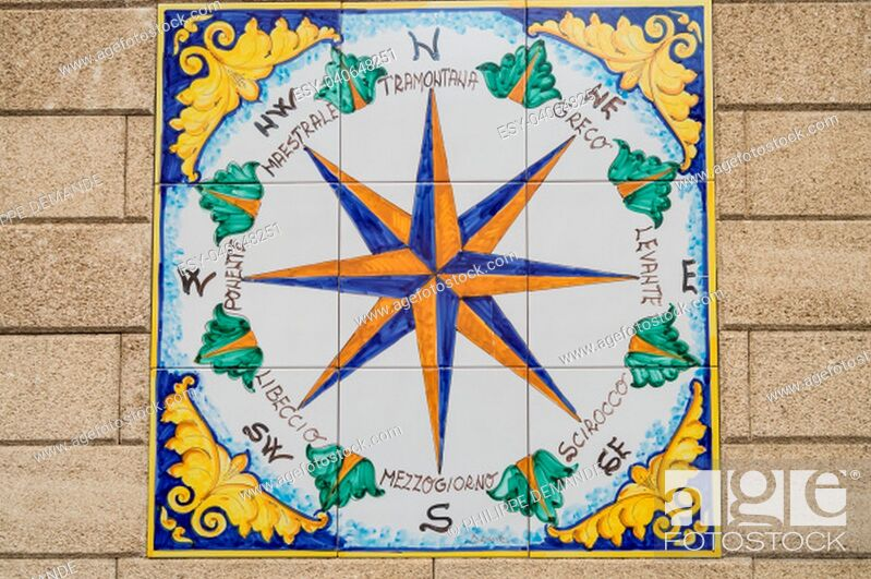 Imagen: Ceramic compass rose indicating the cardinal points and the direction of the eight winds in the city of Santo di Stefano in northern Sicily.