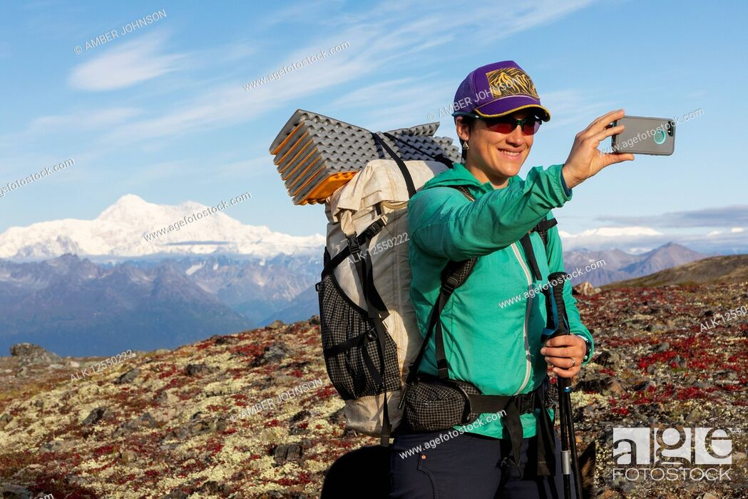 Imagen: Woman taking selfie while backpacking with Denali in the background, along the Kesugi Ridge Trail, Denali State Park on a sunny autumn day, Southcentral Alaska.