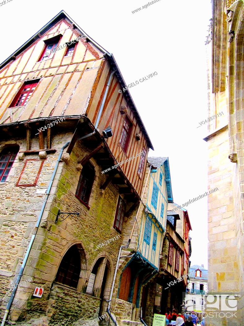 Imagen: Colourful medieval houses in Vannes, Brittany, France. 					.