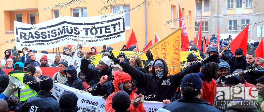 Imagen: People demonstrate to commemorate the eighth day of death of the asylum seeker Oury Jalloh in Dessau-Rosslau, Germany, 07 January 2013.