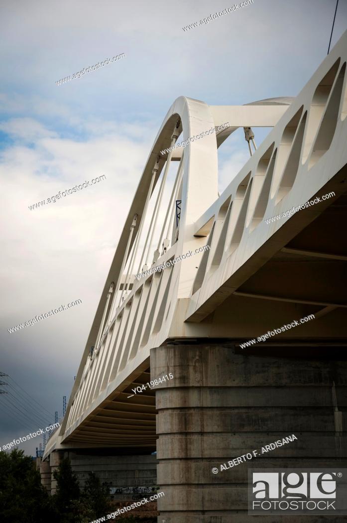 Stock Photo: Railroad bridge, bridge popularly known as AVE.Zaragoza, Spain.