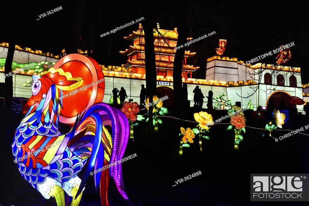 Stock Photo: France, Tarn, Gaillac, Festival des lanternes (Chinese Lantern Festival), Illuminated cock and replica of the Great Wall. .