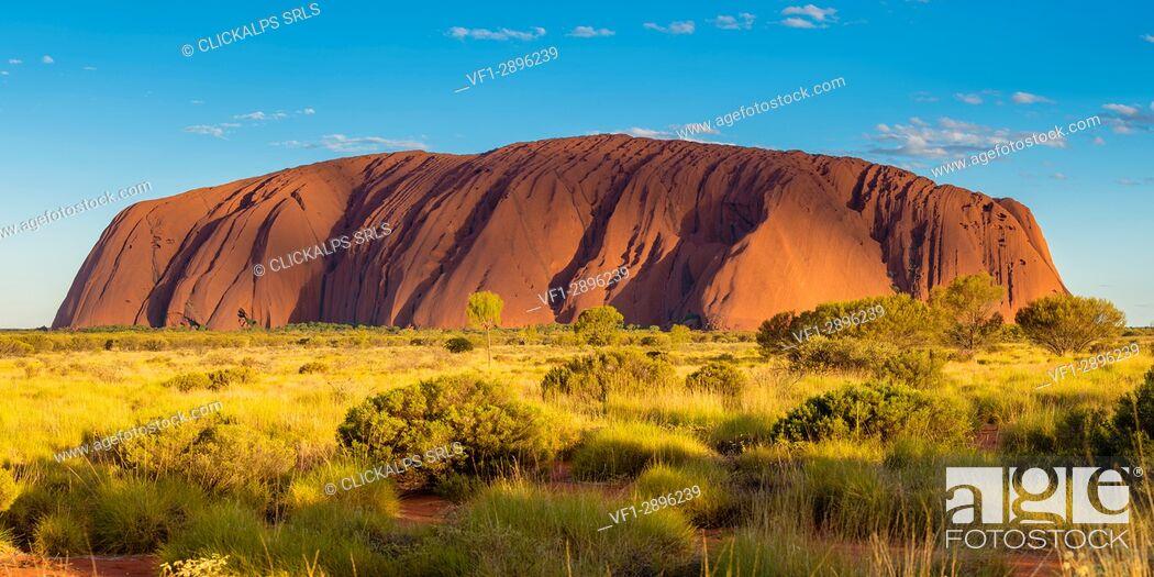 Stock Photo: Uluru (Ayers Rock), Uluru-Kata Tjuta National Park, Northern Territory, Central Australia, Australia.