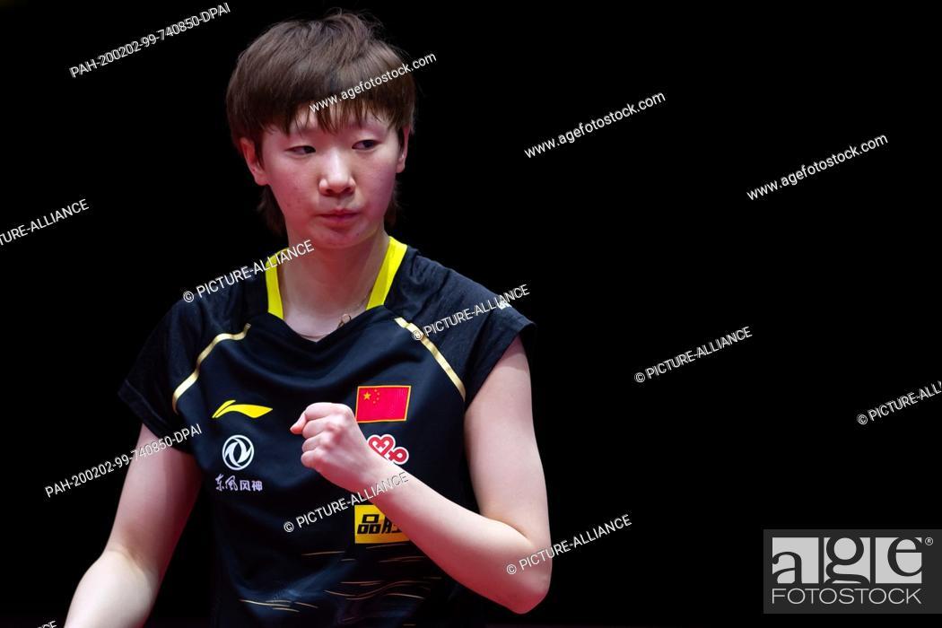 Imagen: 02 February 2020, Saxony-Anhalt, Magdeburg: Table tennis: German Open, women, singles, semi-finals, Ding (China) - Wang (China).