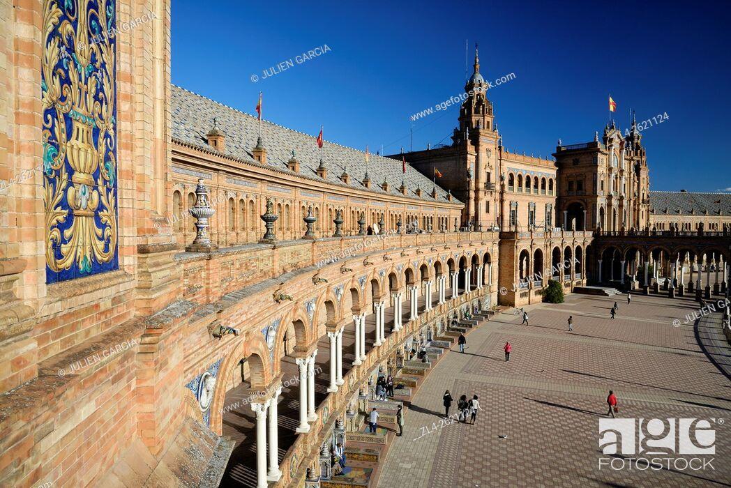 Stock Photo: Spain, Andalusia (Andalucia), Seville (Sevilla), Parque de Maria Luisa, Plaza de Espana (Spain Square) built for the 1929 Universal Exhibition (Ibero-American.