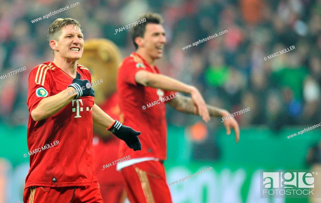 Munich's Bastian Schweinsteiger (l) cheers after FC Bayern