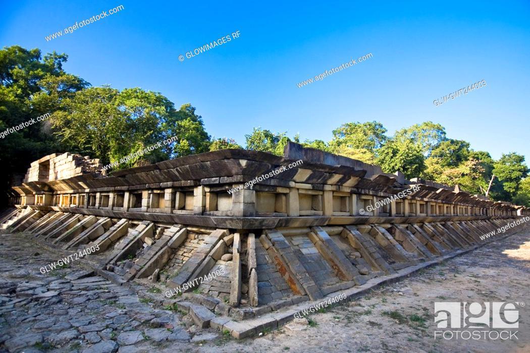 Stock Photo: Old ruins of a building, El Tajin, Veracruz, Mexico.