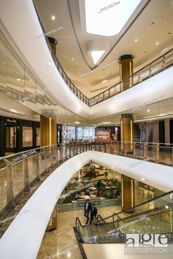 Imagen: Azerbaijan, Baku, Port Baku Mall, interior.