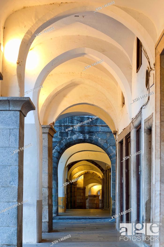 Stock Photo: Archs of the Giraldo Square, Evora, Alentejo Portugal, Europe.