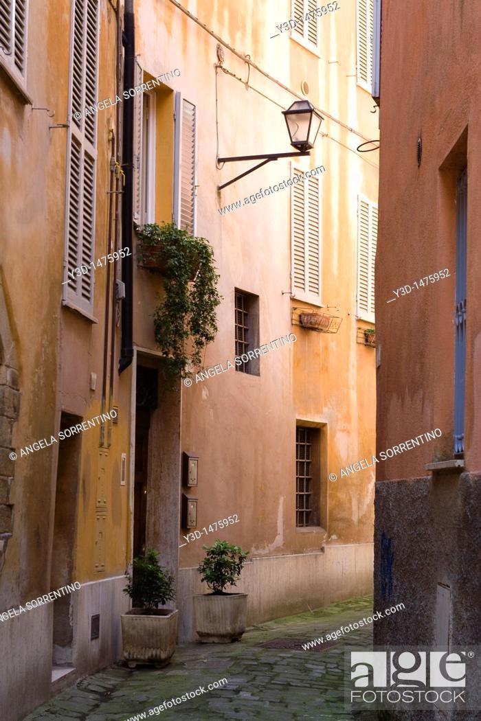 Imagen: Alley in Perugia, Umbria, Italy.